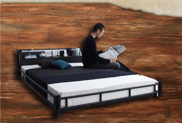 男前インテリアのベッド
